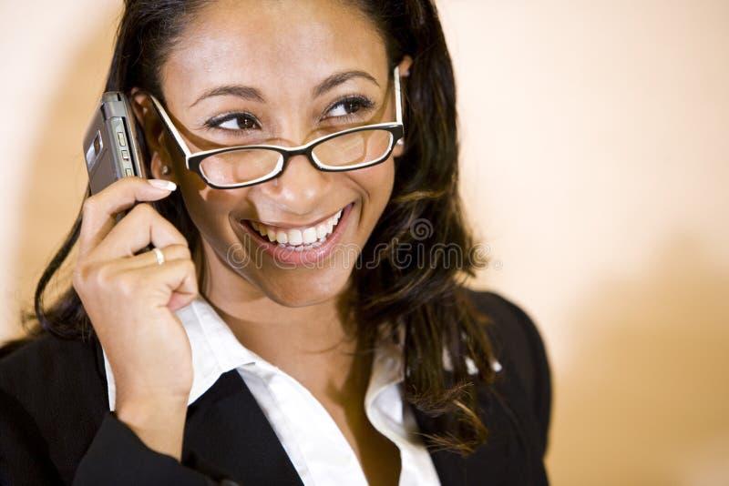 amerykanin afrykańskiego pochodzenia telefonu target1048_0_ kobiety potomstwa obraz royalty free