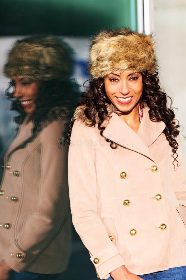 Amerykanin Afrykańskiego Pochodzenia uśmiechnięta kobieta obrazy royalty free