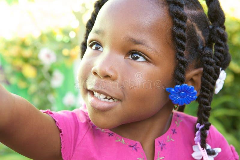 amerykanin afrykańskiego pochodzenia urocza dziewczyna zdjęcie royalty free