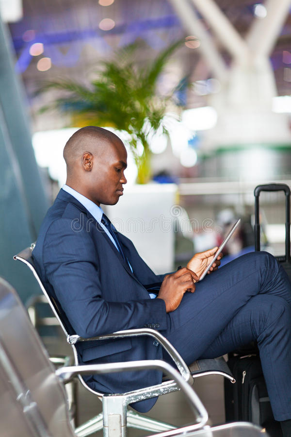 Amerykanina afrykańskiego pochodzenia lotnisko zdjęcie stock