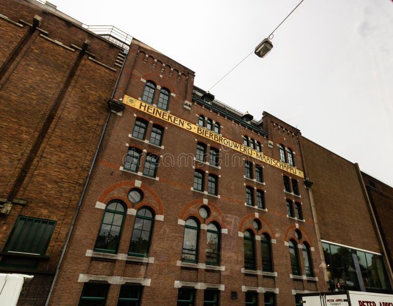 Amesterdam, Holland - 2019 Heineken Browery-byggnaden i Amsterdam royaltyfria foton
