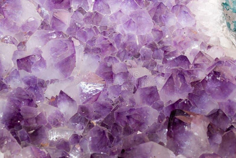 amethyst kristaller royaltyfria bilder