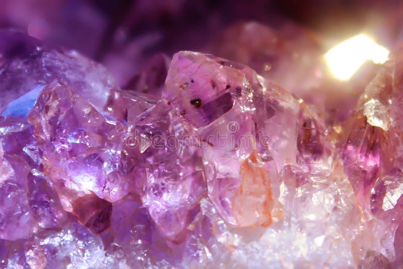 Ametista, struttura di cristallo naturale del mazzo del druso immagini stock libere da diritti