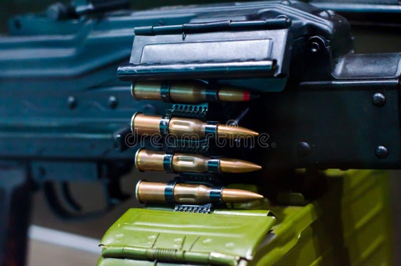 Ametralladora con la munición imagen de archivo libre de regalías