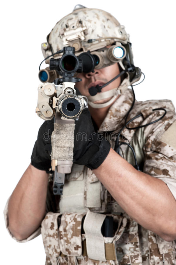 Ametralladora llena del control de la armadura del hombre del soldado fotografía de archivo libre de regalías