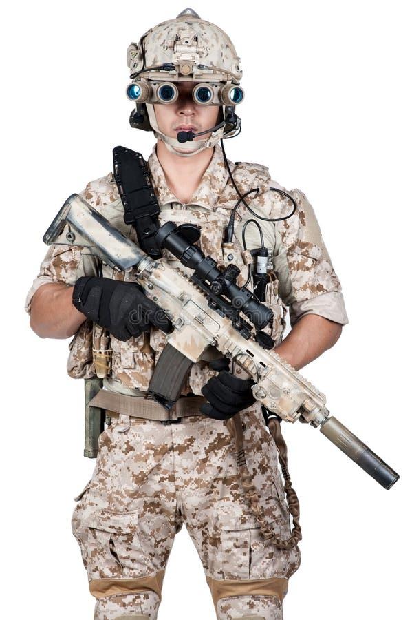 Ametralladora llena del control de la armadura del hombre del soldado foto de archivo libre de regalías