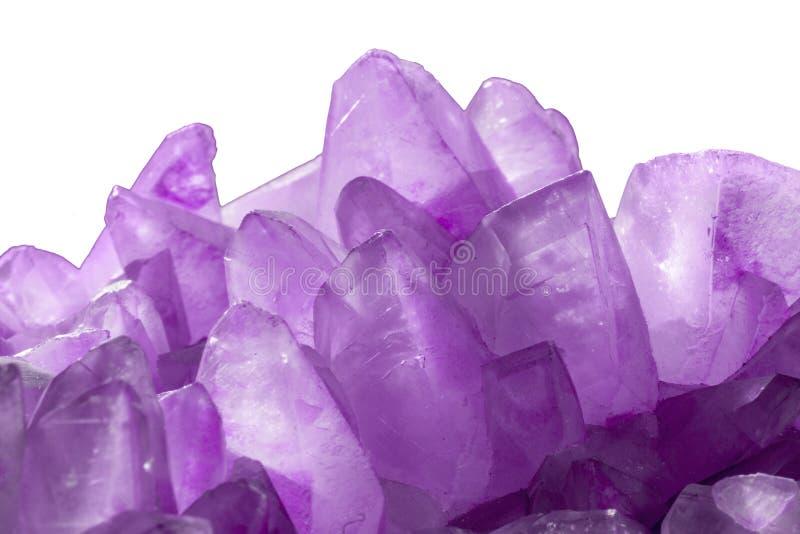 Ametystowy krystaliczny kwarcowy semiprecious makro- surowy kamie? fotografia stock