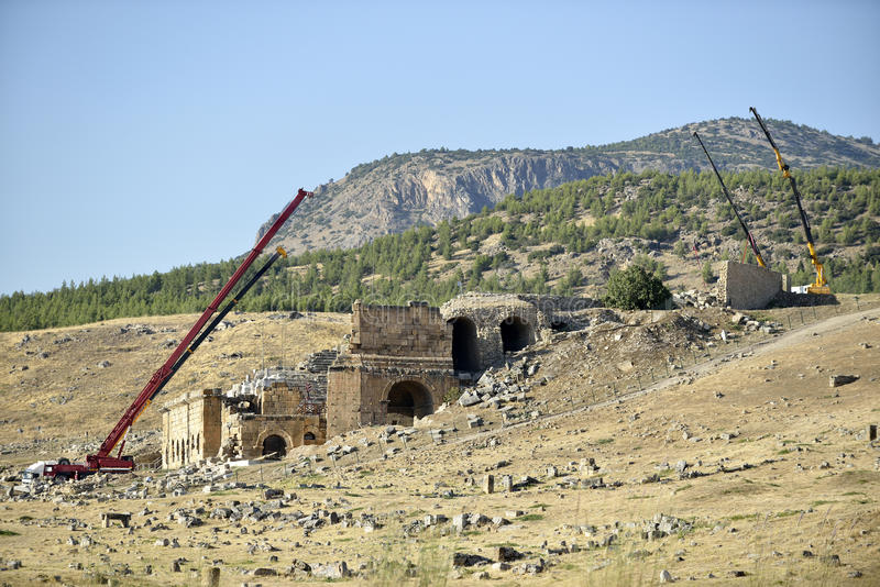 Amfiteater i hierapolis, Pamukkale - Turkiet. royaltyfri bild
