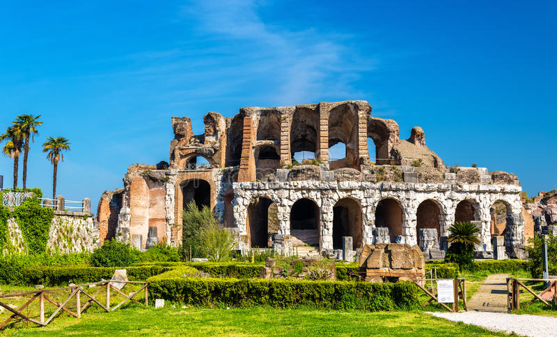 Amfiteatr Capua drugi duży rzymski amfiteatr zdjęcie stock