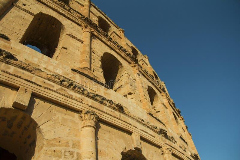 Amfitheater onder de blauwe hemel stock foto's