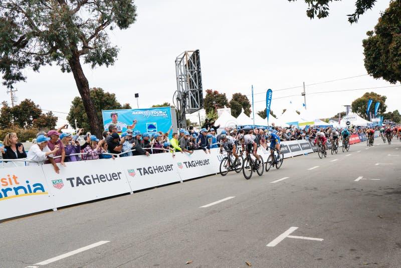 Amgenreis van Californi? Het fietserskruis beëindigt Lijn in Morro-Baai winnaars royalty-vrije stock fotografie