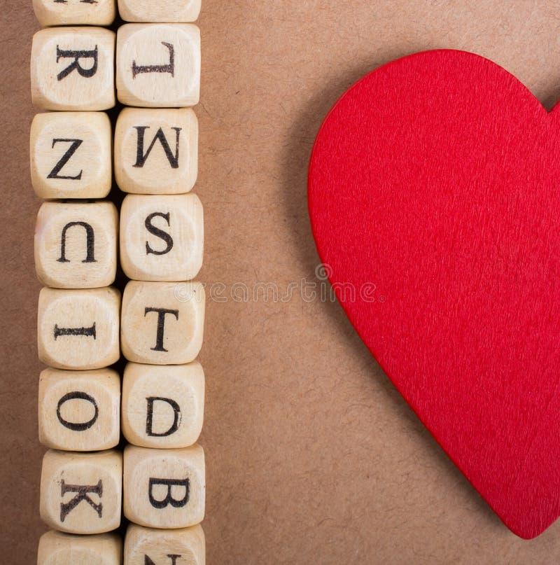 Ami l'icona e segni i cubi con lettere del fatto di di legno immagini stock