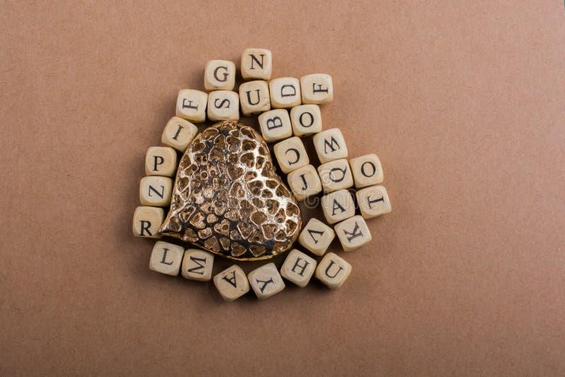 Ami l'icona e segni i cubi con lettere del fatto di di legno fotografia stock libera da diritti