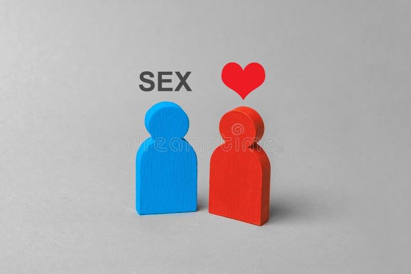 Ami per il sesso, la prostituzione, servizi intimi L'uomo vuole il sesso e la donna con cuore immagine stock libera da diritti