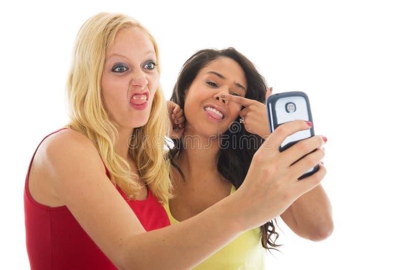 Amiche che prendono selfie pazzo immagine stock