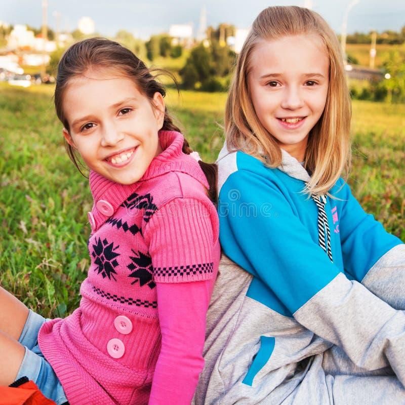 Amici di ragazze fotografie stock libere da diritti