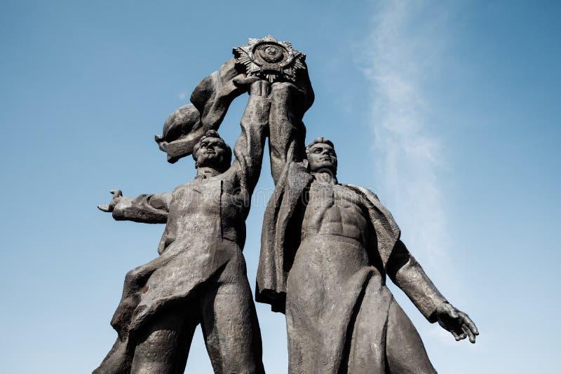 Amicizia del monumento di nazioni a Kiev fotografie stock