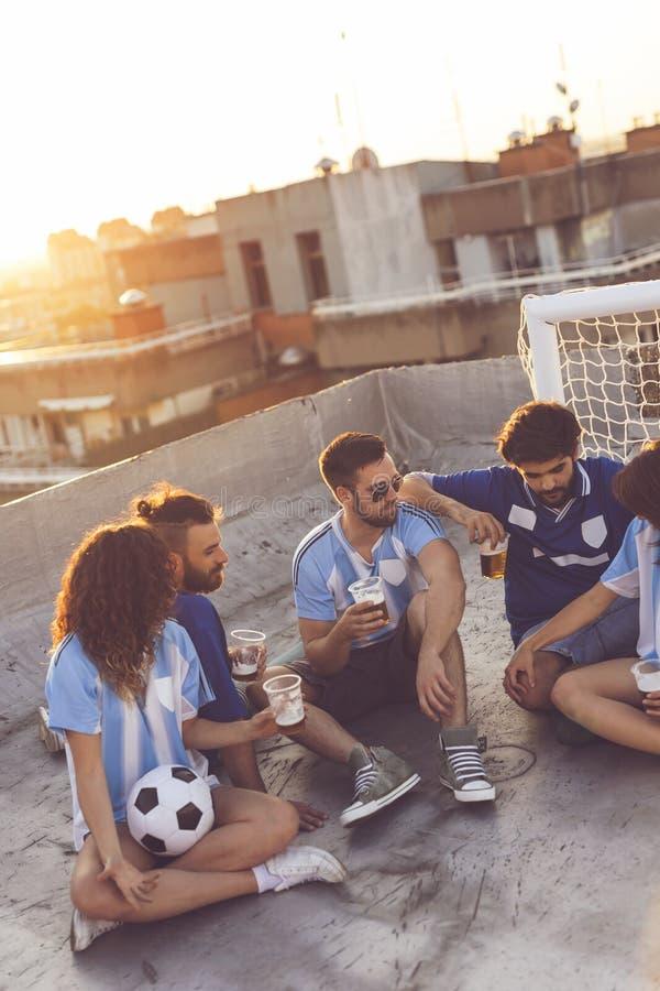 Amicizia e calcio immagini stock