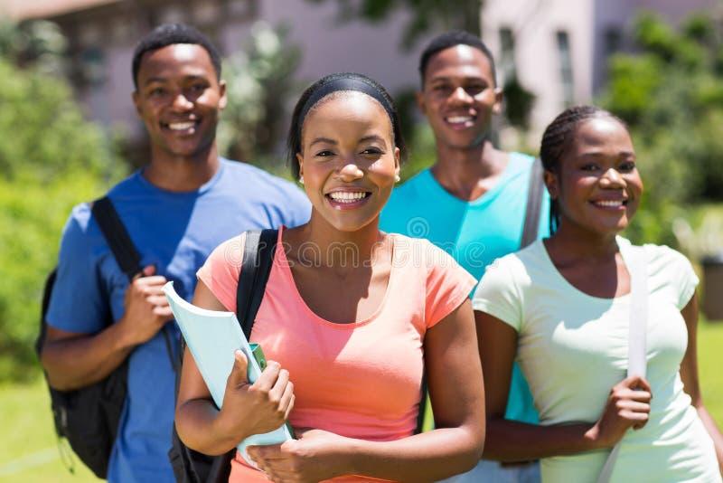 Amies d'étudiante image stock