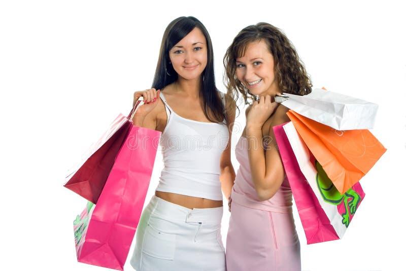 Amiga peauty de compra com pacote colorido fotografia de stock royalty free