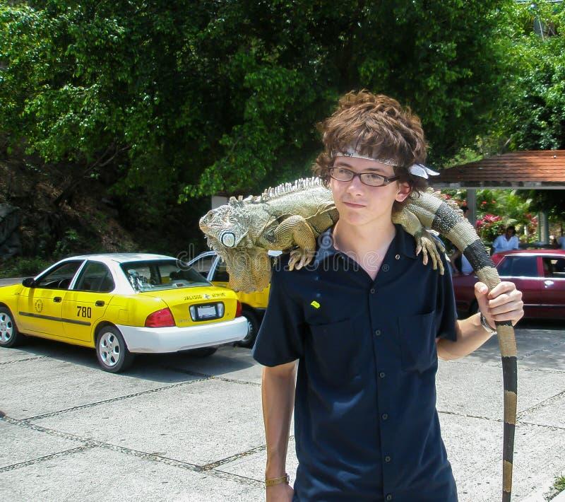 Download Amigo da iguana foto de stock editorial. Imagem de tropical - 65575278