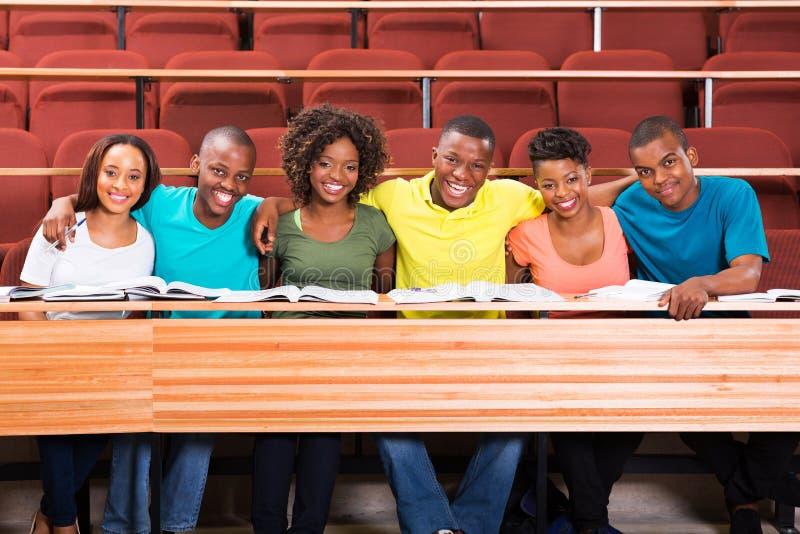 Amigos africanos de la universidad foto de archivo libre de regalías