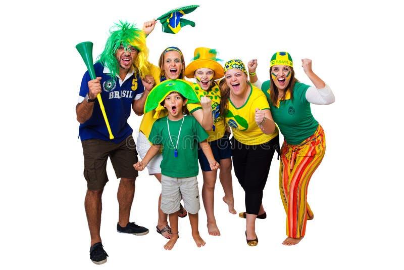 Amigos brasileiros que cheering sobre imagem de stock