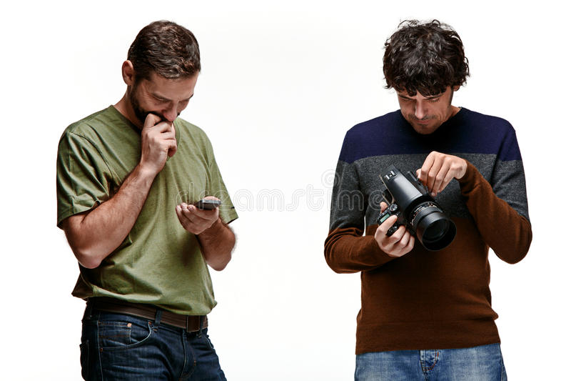 Amigos com câmera e telefone no branco imagem de stock royalty free