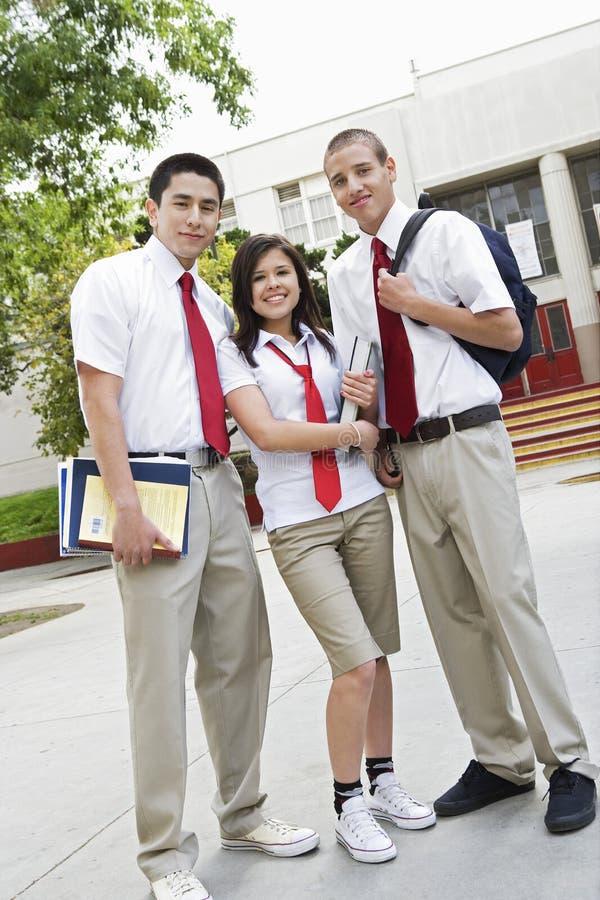 Amigos da High School no uniforme imagem de stock