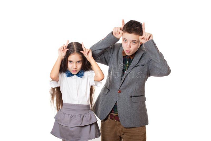Amigos de arrelia menino e menina, irmão e irmã foto de stock royalty free