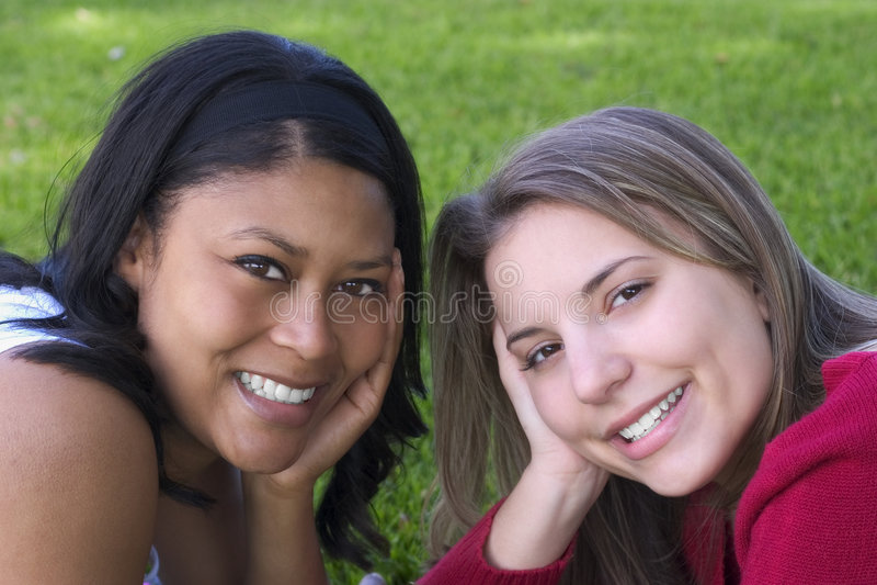 Amigos de las mujeres fotografía de archivo libre de regalías