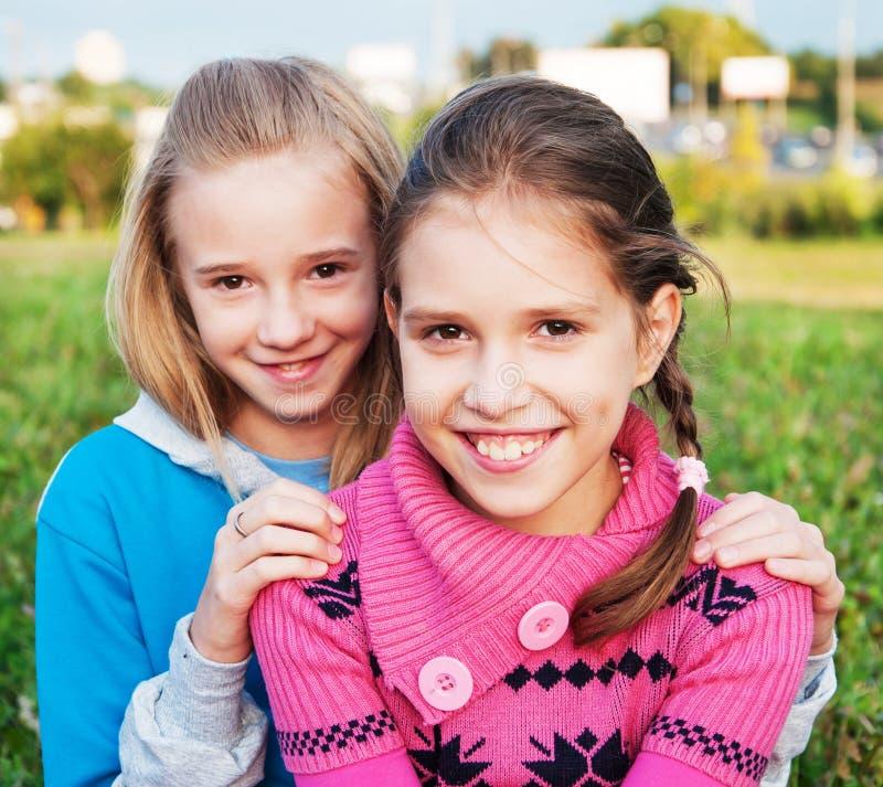 Amigos de muchachas fotos de archivo libres de regalías