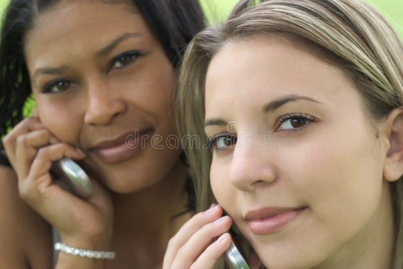 Amigos del teléfono fotos de archivo libres de regalías