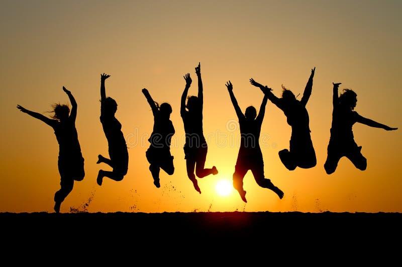 Amigos do por do sol fotografia de stock royalty free