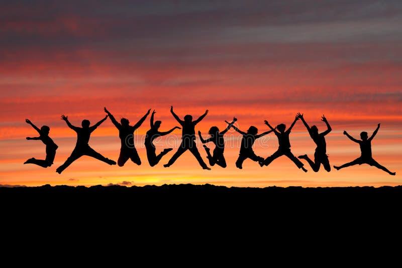 Amigos do por do sol imagem de stock royalty free