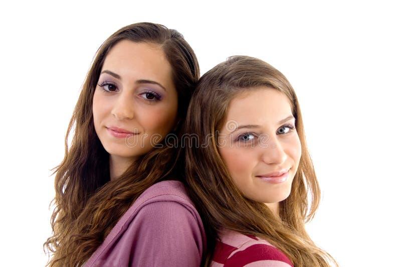 Amigos dos adolescentes que sorriem e que olham a câmera imagem de stock royalty free