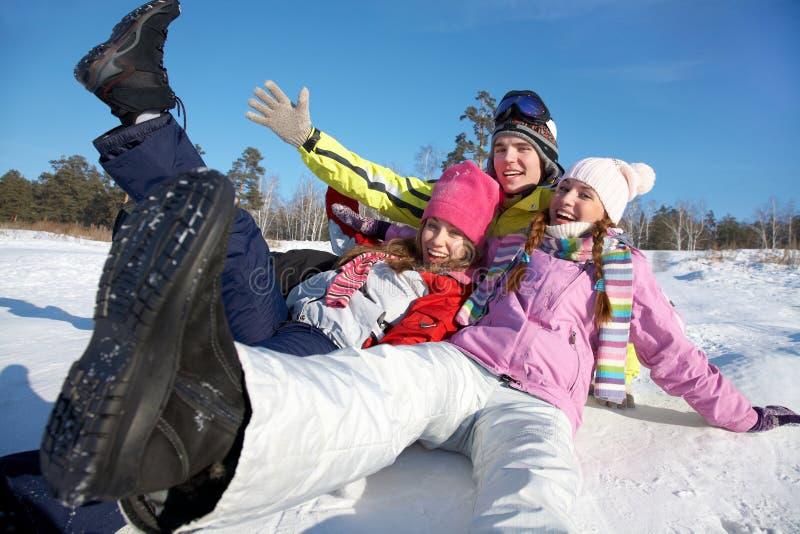 Amigos em férias do inverno imagens de stock royalty free