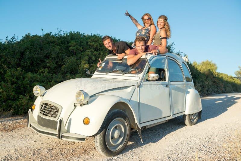 Amigos em um carro foto de stock royalty free