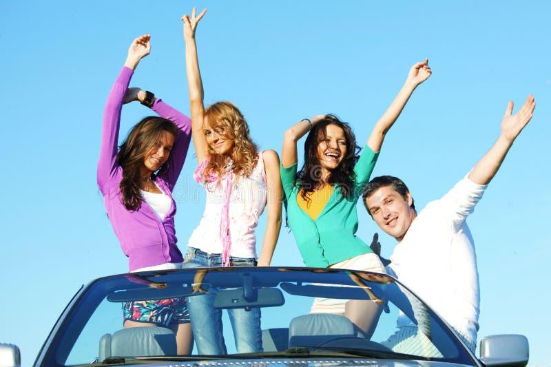 Amigos en coche fotografía de archivo libre de regalías