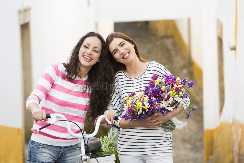 Amigos felices foto de archivo libre de regalías