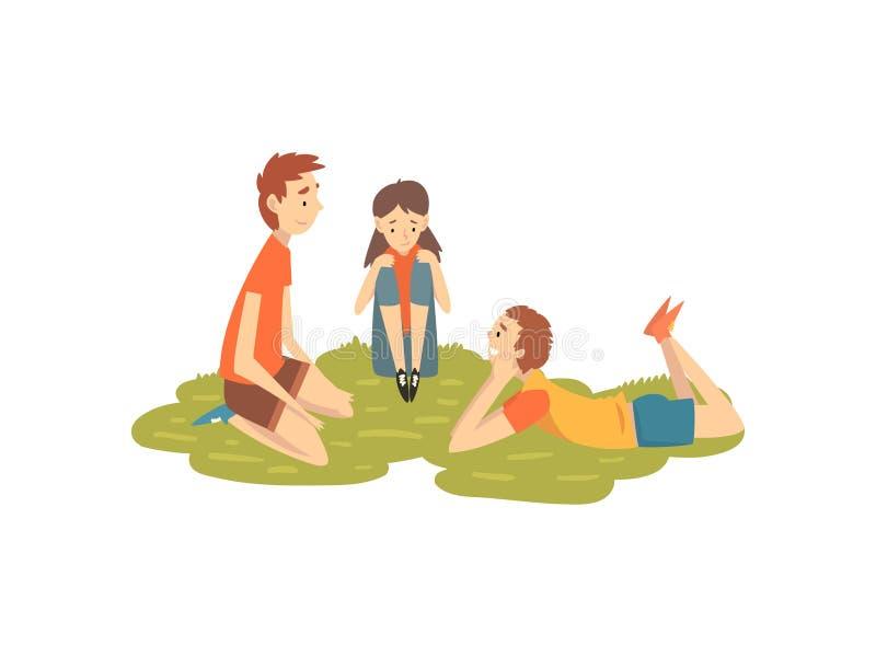 Amigos felices que descansan sobre la hierba, dos muchachos y la muchacha jugando en la naturaleza, ejemplo del vector de las act stock de ilustración