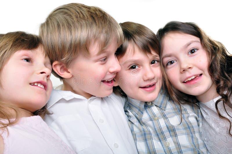 Amigos felizes das crianças que abraçam junto fotos de stock royalty free