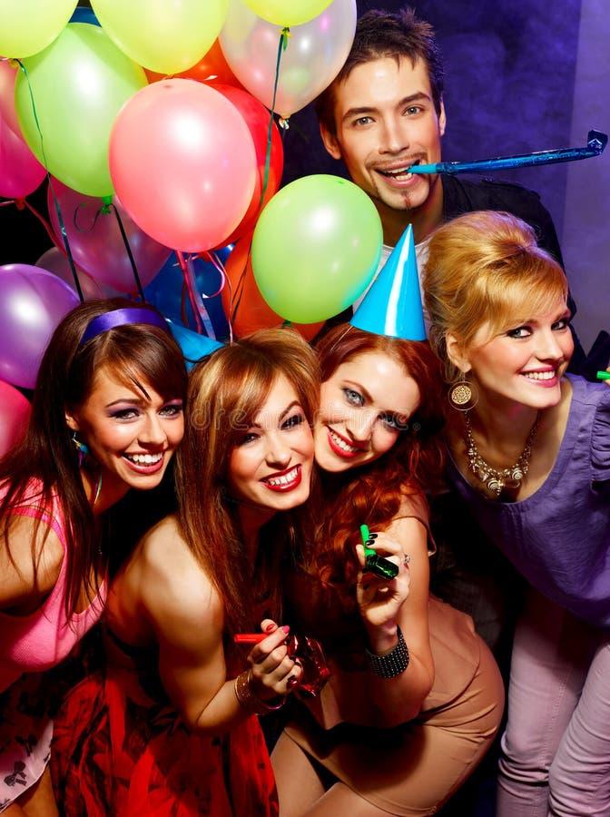 Amigos felizes em um partido fotos de stock royalty free