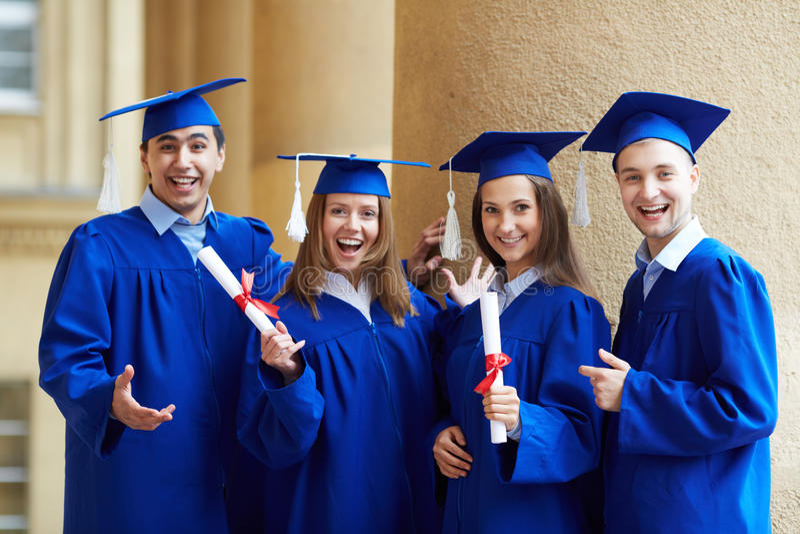 Amigos graduados foto de archivo libre de regalías