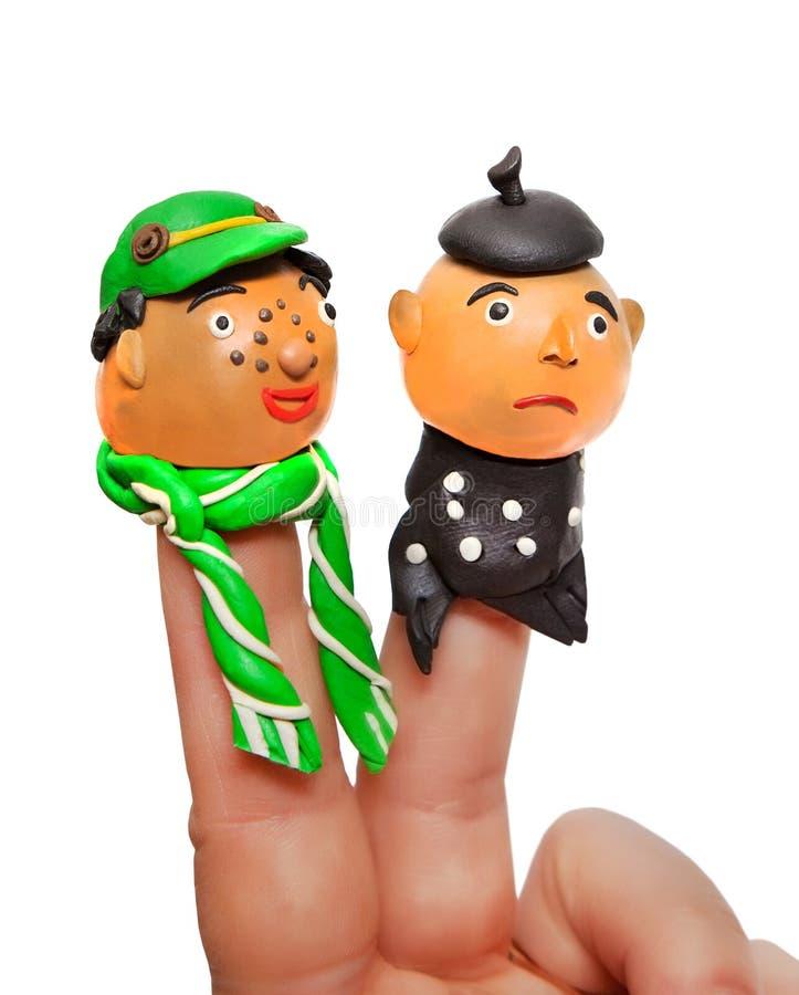 Amigos Jefes de las mu?ecas hechas del plasticine en los fingeres imagenes de archivo