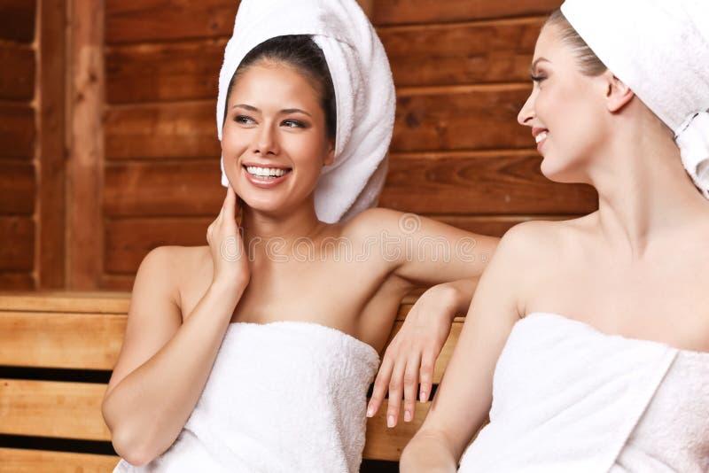 Amigos na sauna foto de stock