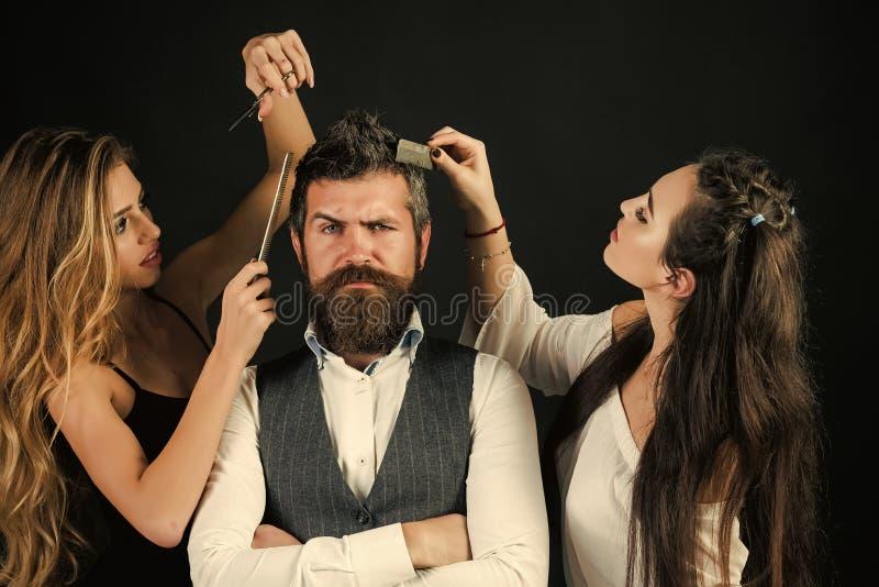 Amigos no salão de beleza do cabeleireiro, lgbt foto de stock royalty free