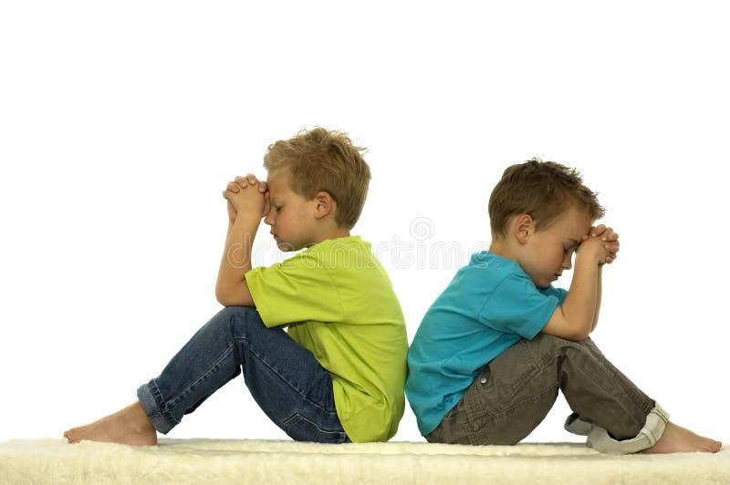 Amigos Praying fotos de stock
