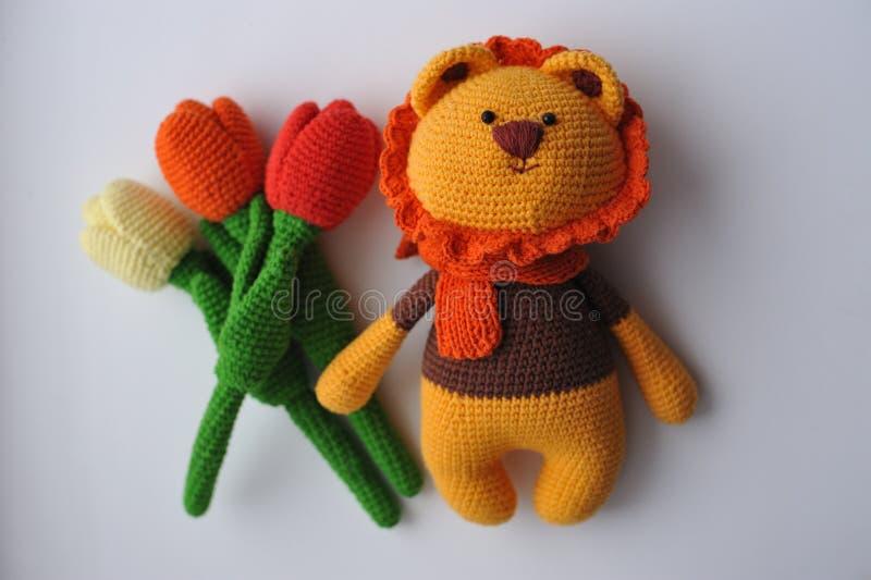 Aplique carita de león a crochet - Patrón GRATIS | 532x800