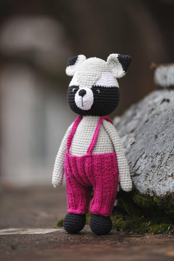 Amigurumi-Spielzeug raccoon stockfoto